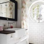 Farmhouse-sink-bathroom