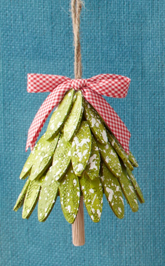 Diy christmas ornaments sawdust paper scraps for Home made christmas tree decorations