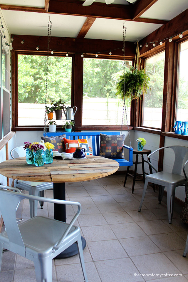 Screened in Porch makeover - https://thesawdustdiaries.com