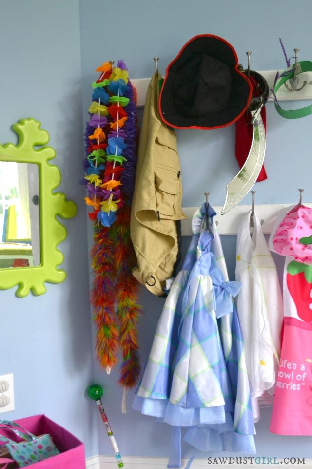 Dress up corner!    http://sawdustdiaries.com