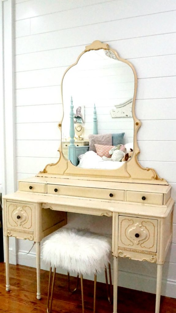 Pretty Bedroom Vanity Makeover - Sawdust Girl®