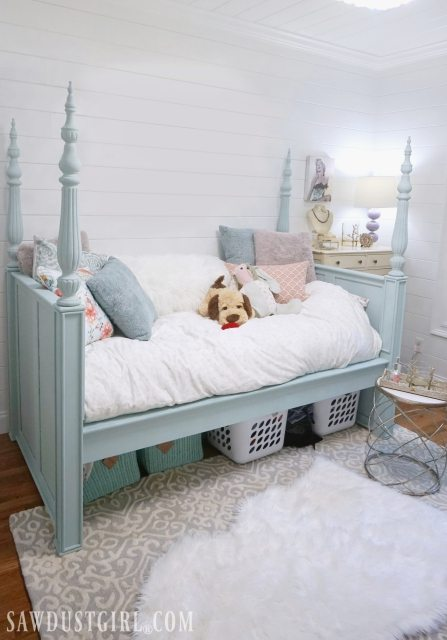 Pretty Bedroom idea: Upcycle bed
