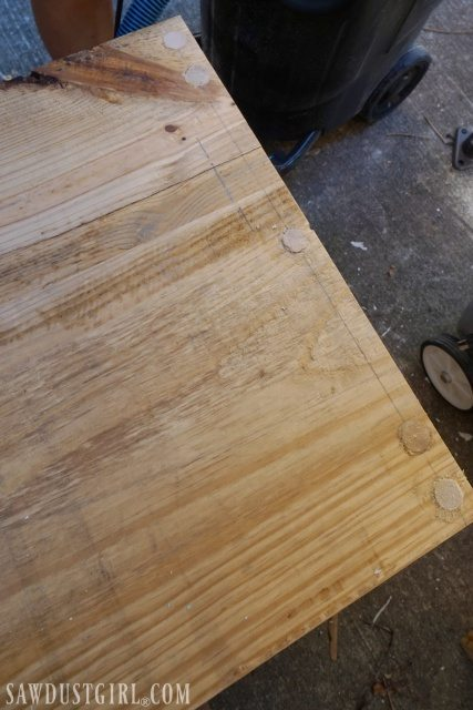 Building diy tables with wood dowels