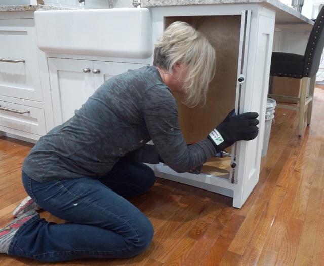 installing cabinet door