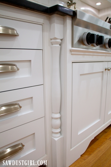 Decorative legs on cooktop cabinet