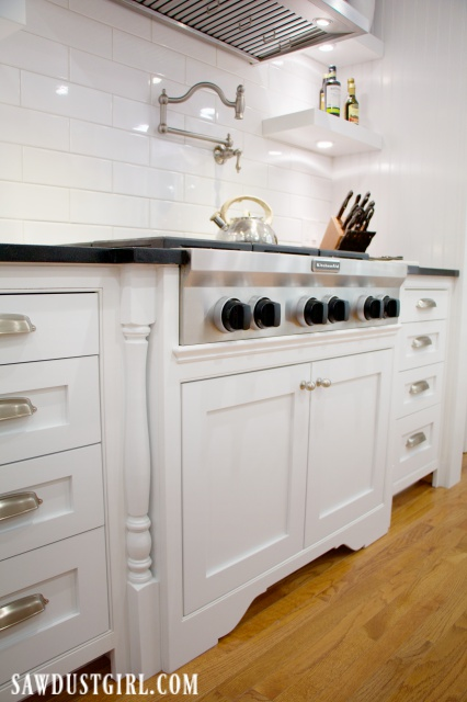 Gas cooktop cabinet with decorative legs