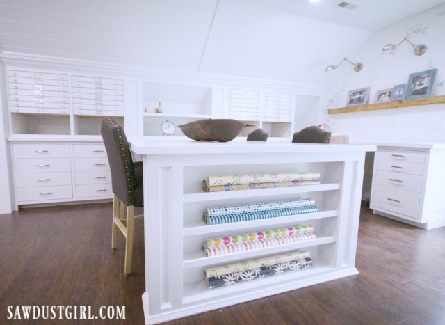 Wrapping cabinet